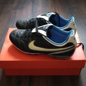 Nike Tiempo softball/ baseball shoes sz. 7